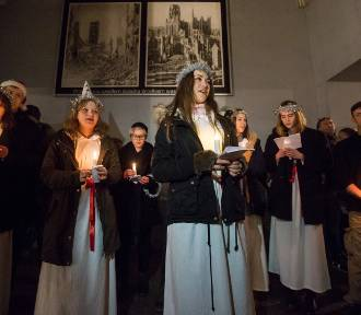 Mieszkańcy Gdańska spotkali się ze św. Łucją i jej orszakiem