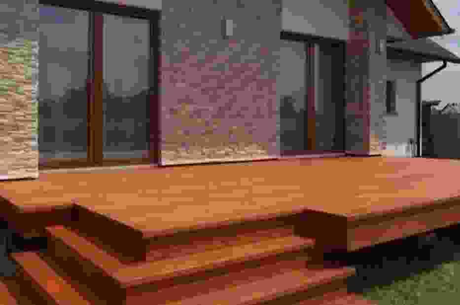 Renowacja drewnianego tarasu - jak to zrobić prawidłowo? [WIDEO]