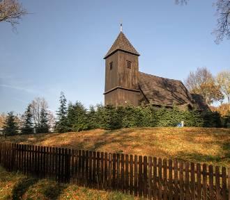 Niesamowite drewniane kościoły na Dolnym Śląsku. Zobacz!