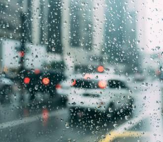 Jak zachować się w czasie burzy w domu lub podczas jazdy samochodem?