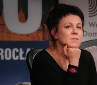 Olga Tokarczuk dla... karpi. Przeczytaj opowiadanie Noblistki, która wzięła udział w kampanii