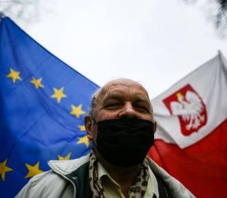 Spacer KOD-u w 17. rocznicę wstąpienia Polski do UE [ZDJĘCIA]