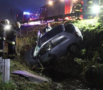 Audi wypadło z drogi - Zdjęcia
