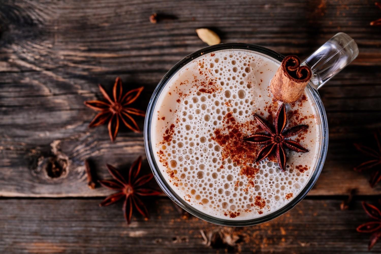 CHAI LATTEChai Latte to wywodzący się z północnych Indii napar o właściwościach leczniczych