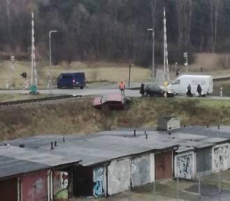 Wypadek na ulicy Rajskiej w Rybnik. Auto wylądowało na skarpie [ZDJĘCIA]
