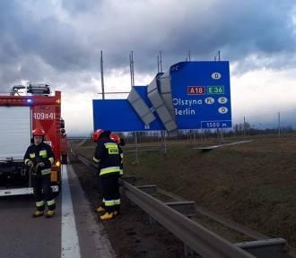 Autostrada A4: Wiatr uszkodził tablicę, policja zablokowała drogę, tworzy się ogromny korek!