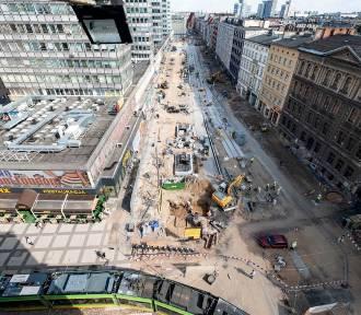 Przebudowa Świętego Marcina trwa już niemal rok - zobacz najnowsze zdjęcia