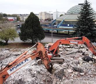 Spychacze pracują już przy dworcu PKS w Kielcach
