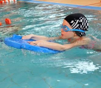 Mikołajkowe Mistrzostwa Krosna w pływaniu [ZDJĘCIA, WIDEO]
