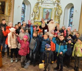 Tuż przed wigilią dotarł do Mędromierza Wielkiego Mikołaj z paczkami świątecznymi i darami z Pomorza