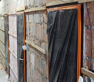 Trwa remont budynku Urzędu Gminy w Piątku [ZDJĘCIA]