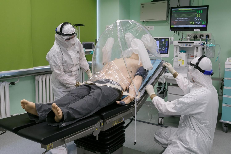 Namiot barierowyNamiot barierowy to polski wynalazek mający służyć szpitalom w czasie walki z koronawirusem