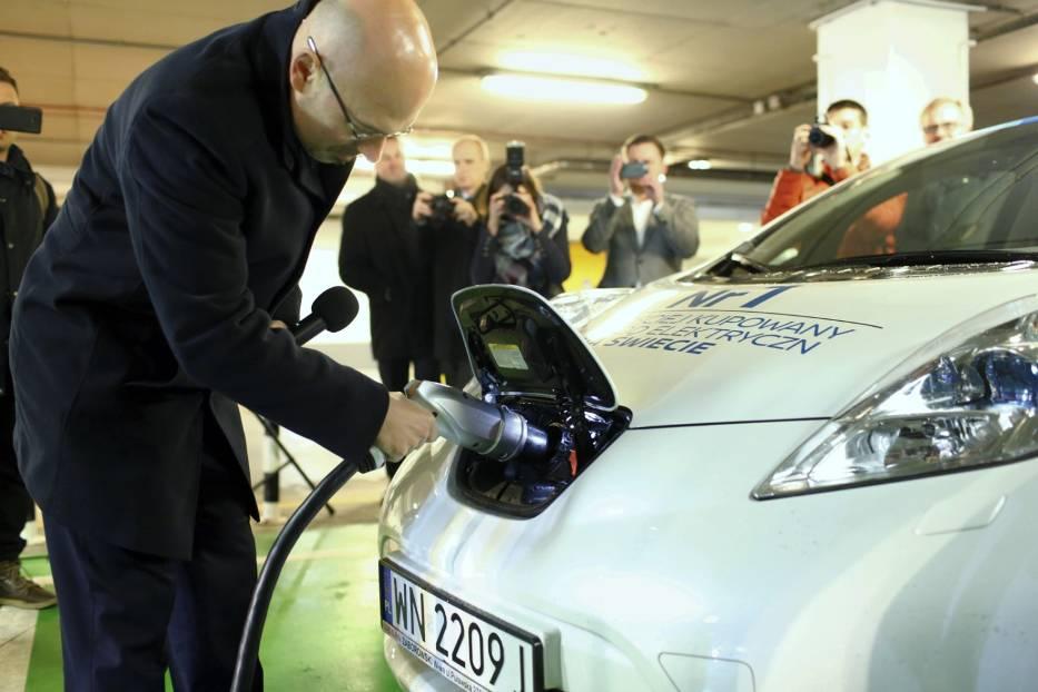 Na Mokotowie naładujesz pojazdy elektryczne. Przez pół roku za darmo [ZDJĘCIA, WIDEO]