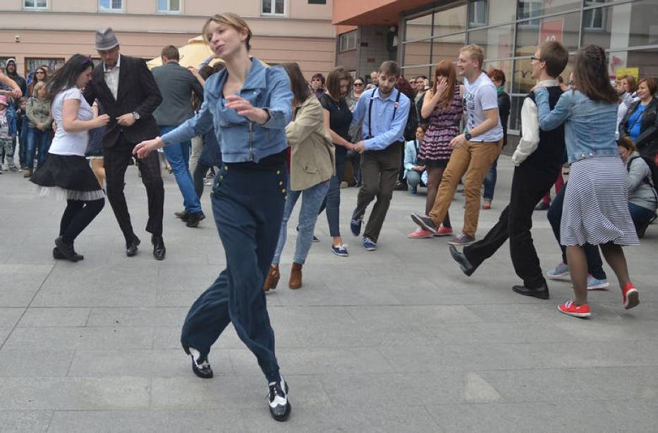 Swingowy Spacer po Piotrkowskiej