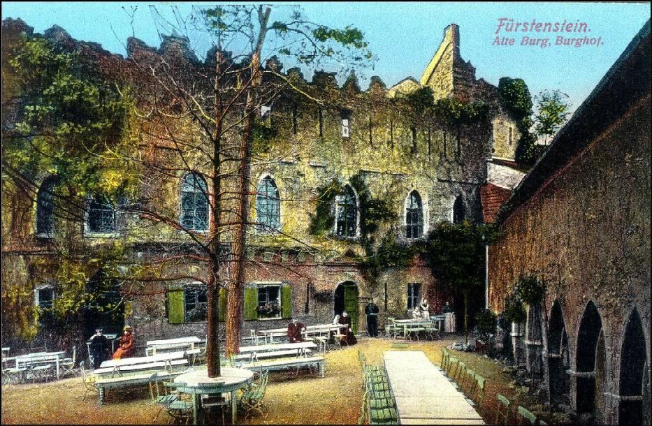 Zamek Stary Książ (niem. Alte Burg), którego ruiny są położone w pobliżu zamku Książ