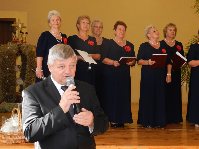 Uroczystość, organizowana przez wójta, rozpoczęła się od mszy św