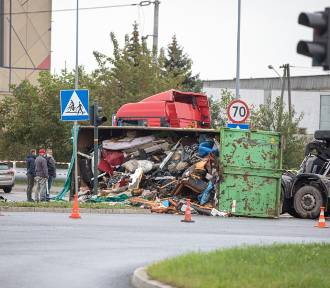 Kraków. Wypadek na Rybitwach, paraliż głównego skrzyżowania [ZDJĘCIA]