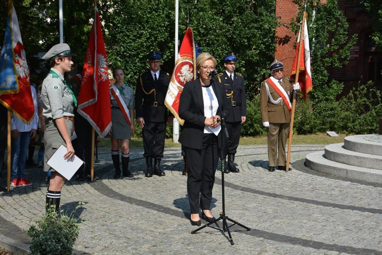 Posłanka Maria Janyska podczas chodzieskich obchodów 80