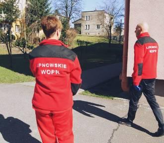 Ratownicy WOPR pomagają starszym i samotnym osobom [ZDJĘCIA]