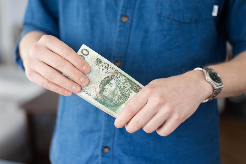 Czy dotychczasowe świadczenia socjalne zostanie zastąpione Bezwarunkowy Dochód Podstawowy? Zakładałby on przyznanie osobie dorosłej miesięcznie 1200 zł