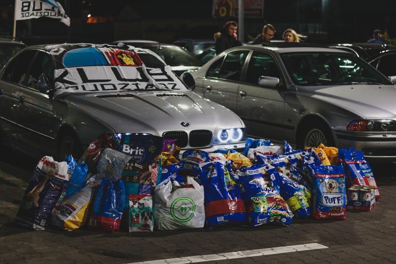 Miłośnicy aut marki bmw spotkali się w niedzielny wieczór na parkingu Castoramy w Grudziądzu