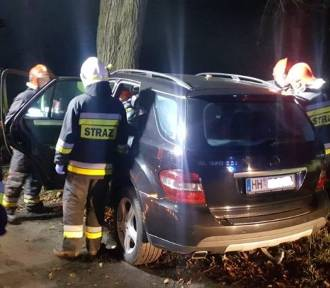 Kompletnie pijany kierowca rozbił luksusowego Mercedesa [ZDJĘCIA]