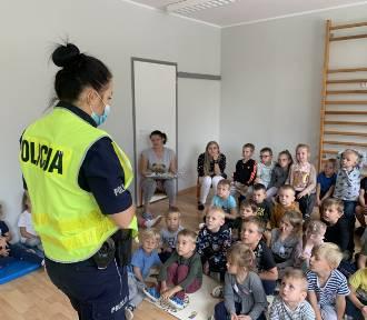 """Wrzesień pod hasłem """"Bezpieczna droga do szkoły"""" - ważna inicjatywa ostrowskiej Polic"""