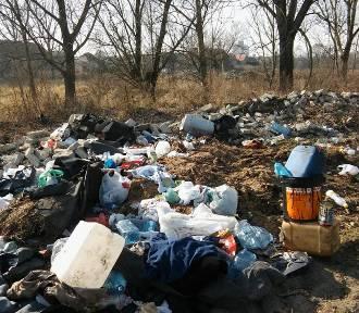 Nosocice: Brzeg rzeki Czarna jest zasypany śmieciami. ZDJĘCIA