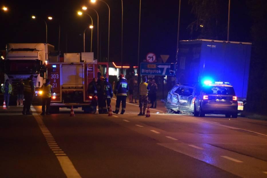 Wypadek na Kleeberg. Samochód osobowy wbił się w naczepę TIR-a. Trasa generalska zakorkowana