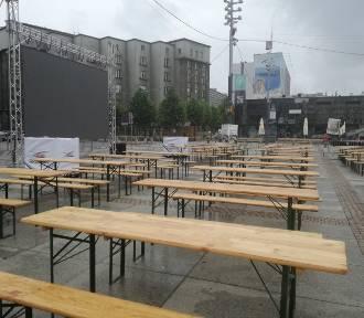 Strefa kibica w Katowicach gotowa. Szału nie ma, ale podobno zmieści się tu 1000 osób ZDJĘCIA