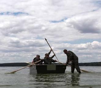 Łódzcy terytorialsi ćwiczyli w wodzie i na wodzie w Treście (FOTO)