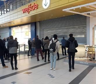 Kolejka do Ikei w Łodzi. Mimo obostrzeń szał zakupów ZDJĘCIA