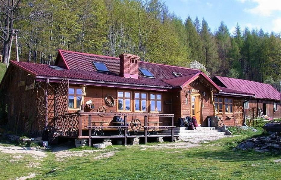 Chata Górska Cyrla to prywatne schronisko położone w Beskidzie Sądeckim, w paśmie Jaworzyny na wysokości 844 m n