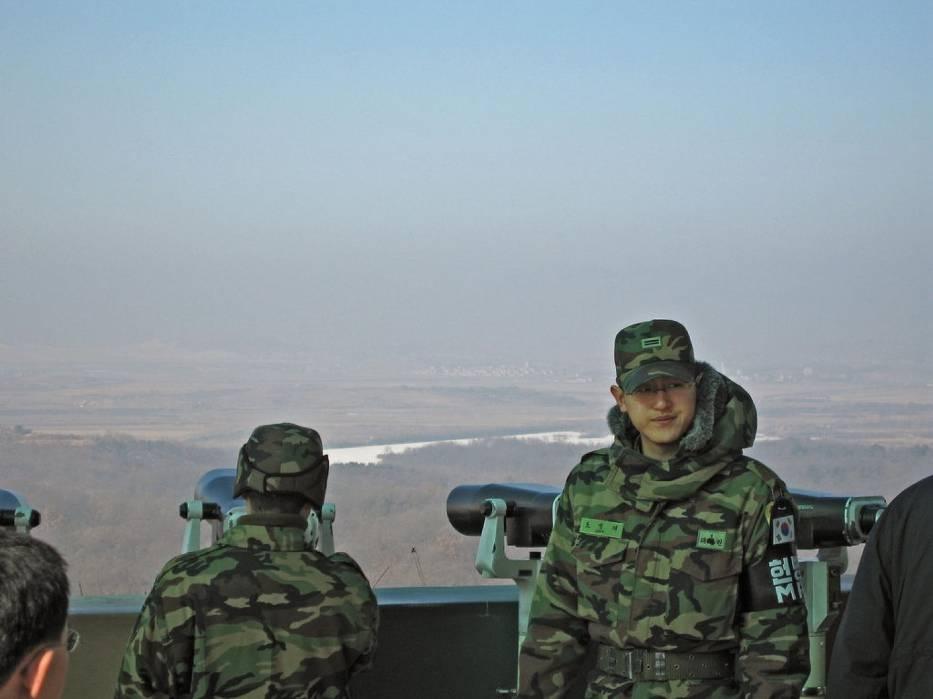 - Nasza armia uważnie obserwuje wszystkie działania związane z programem rakietowym Korei Północnej - zapewnił rzecznik południowokoreańskiego resortu obrony
