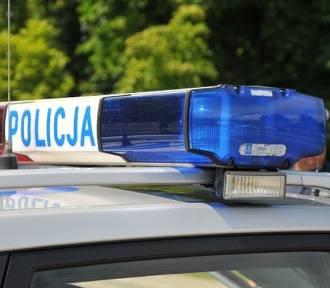 Wypadek pod Łowiczem. Kierowca toyoty uderzył w tył nissana