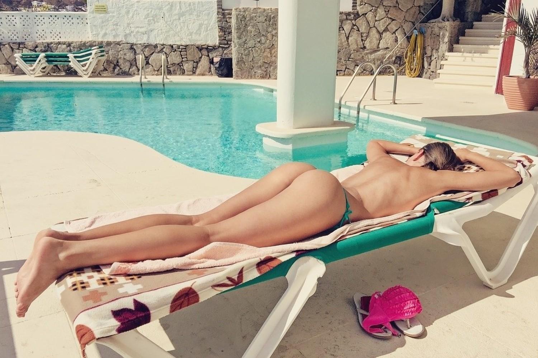Opalanie toplessOpalanie topless budzi w naszym kraju od zawsze spore dyskusje