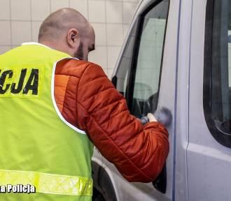 Policjanci zatrzymali mężczyzn podejrzanych o serię włamań i kradzieży