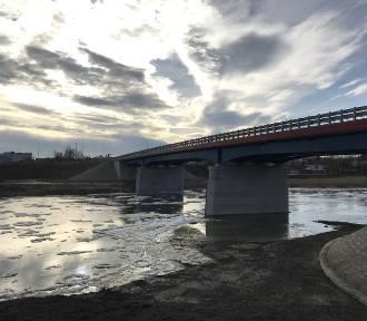 W Międzychodzie zakończyła się rozbiórka starego mostu przez rzekę Wartę