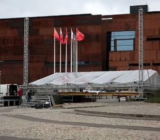 Gdańsk. Przy ECS powstaje scena przed Światowymi Dniami Młodzieży 2016 [ZDJĘCIA]