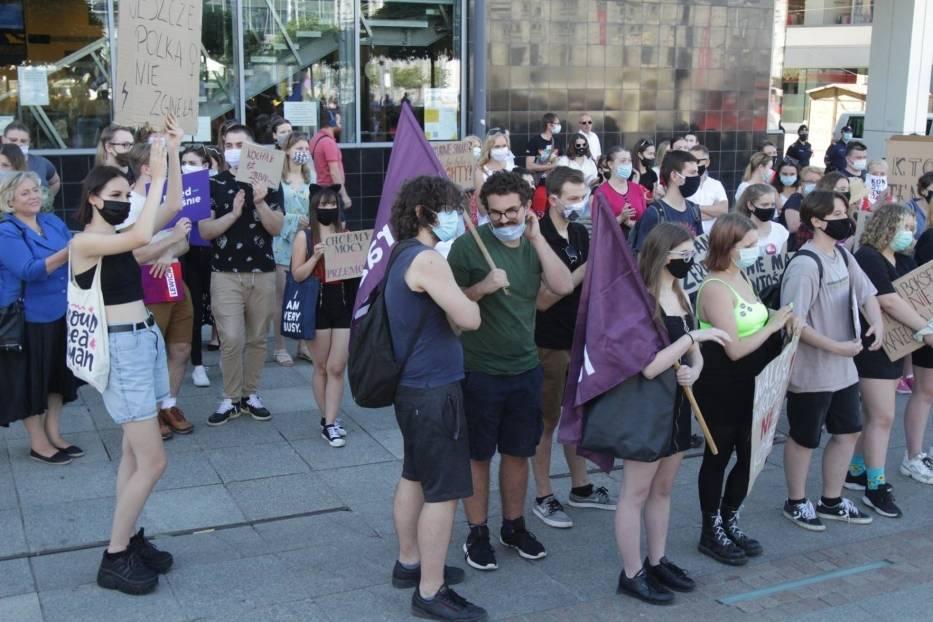 Młodzież protestowała w Katowicach przeciwko wypowiedzeniu Konwencji Stambulskiej