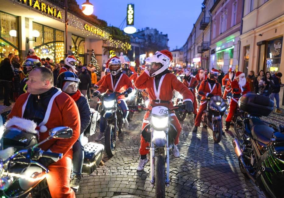 W niedzielę odbyła się w Przemyślu Wielka Parada Mikołajowa 2019
