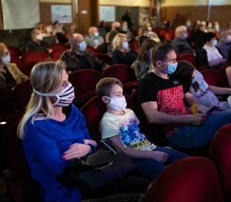 Obostrzenia od 17 października: Na koncerty, do kina może wejść tylko 25 proc. widzów