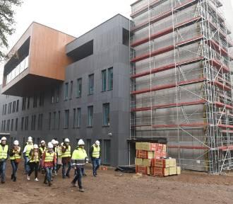 Tak wygląda budowa szpitala na Bielanach w Toruniu