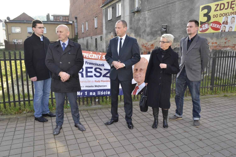 zniszczono banery wyborcze PO w Wejherowie