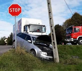 Na krajówce pod Limanową zderzyły się ciężarówka i osobówka. Jedna osoba w szpitalu