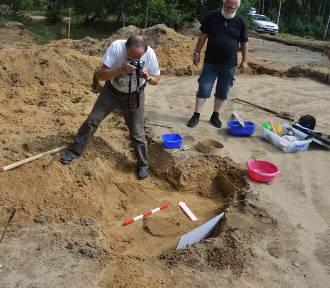 Archeolodzy kopią koło Wojnicza. W zagajniku znajdowały się szczątki ludzi sprzed tysięcy lat
