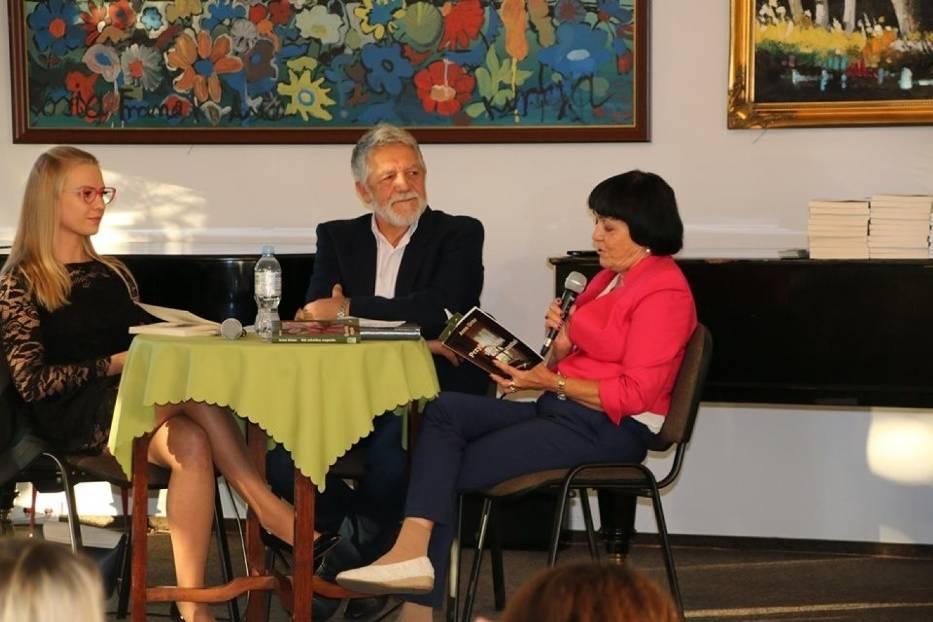 """Spotkanie autorskie z Anną Ginter, autorką książki """"Gdy zakwitną magnolie"""""""
