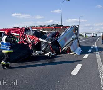 """Wypadek na """"berlince"""". Tir przewrócił się na drodze [ZDJĘCIA]"""
