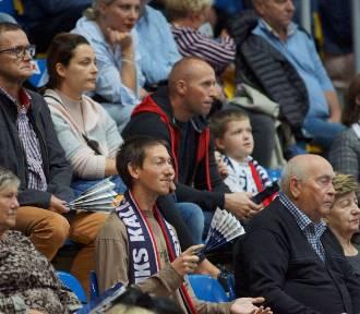 Kibice piłkarzy ręcznych Energa MKS Kalisz podczas meczu z Chrobrym Głogów. ZDJĘCIA