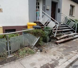 Pijany 21-latek taranował auta i zniszczył ogrodzenie domu